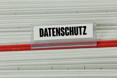 Beim Datenschutz besser zweimal hinschauen - auch, wenn es um die Einschulung Ihres Kindes geht! Bildquelle: Bildquellenangabe: Tim Reckmann / pixelio.de